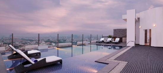 Hilton Garden Inn Gurgaon Baani Square India: The hotel's rooftop swimming pool provides expansive city view and is ideal for rejuvanation aft