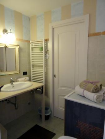 le cabinet de toilette - Picture of La Luna Nel Borgo, Brugnato ...