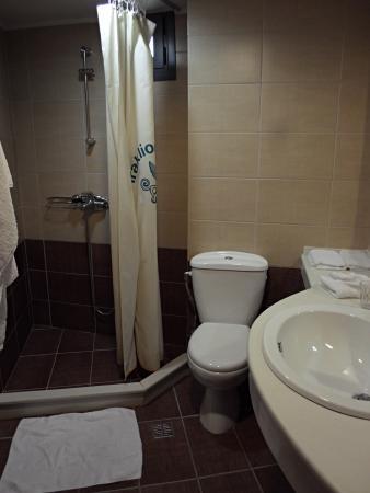Iraklion Hotel: salle de d'eau