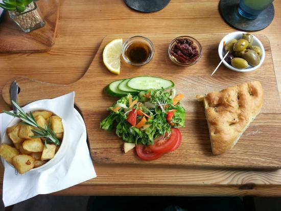 Hilltop Farm Shop: Yummy lunch