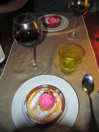 Peach Creme Brulee w/strawberry ice cream - Picture of La Farigoulette ...