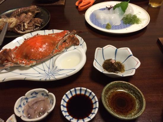 Suzuya Kaiyutei : 夕食の一部。シャコとイカのお造りは追加注文したものです。