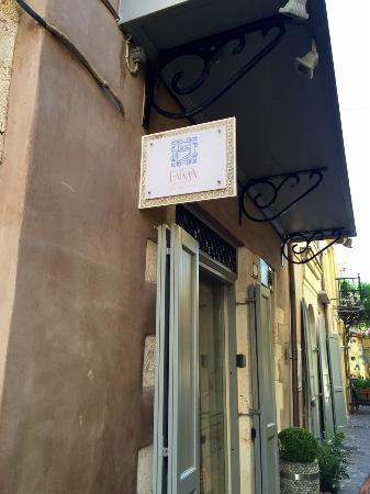 Fatma Hanoum Boutique Hotel: Hotel Sign