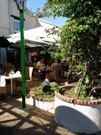 Senonches, ฝรั่งเศส: Restaurant, salon de thé, hotel, mariages dans un magnique parc fleuri avec cours d eau et petit