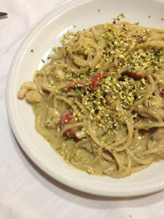 Pasta Al Pesto Di Pistacchi E Gamberi Picture Of Trattoria Il
