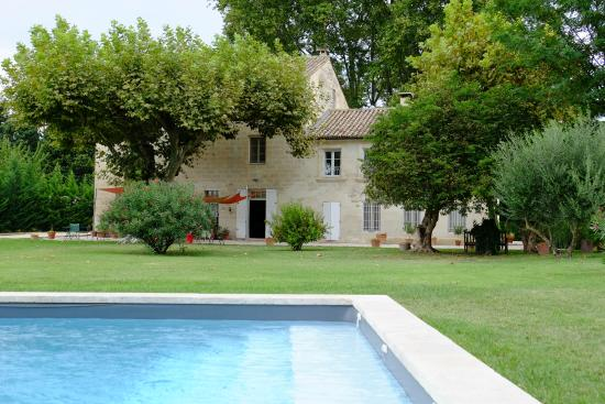 La Ferme de Gigognan: The pool was clean and a very nice break from the August heat.