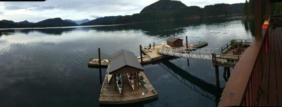 Discovery Islands Lodge : Dock and Scenery