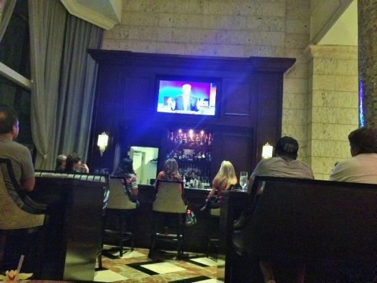 Lazuli Lounge: Bar
