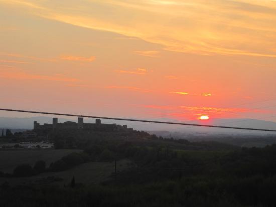 Monteriggioni sunset view from Borgo Stomennano