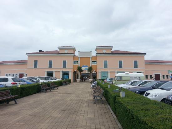 Palmanova - Bild von Palmanova Outlet Village, Aiello del Friuli ...