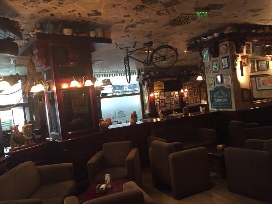 Cafe Jubilee Budapest: El sitio está bien, nada especial. Buen servicio y comida normal, ni caro ni barato.