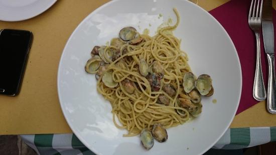 Enoteca Il Grappolo: Spaghetti vongole e pesto