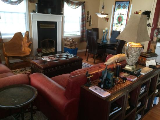 John Randall House : I snapped this pic of the living room in the cottage during the open house!  I want to go to the