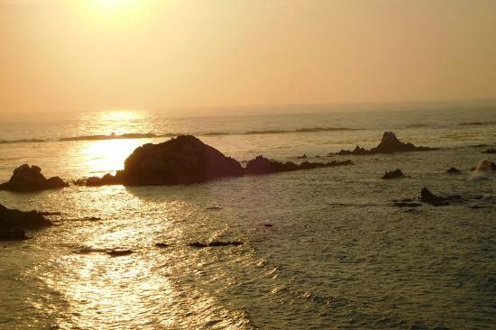Oceanside Beachfront RV Resort: Simpson Reef sunset