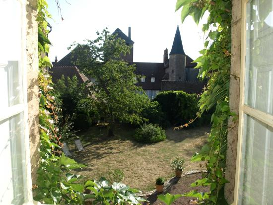 Maison Sainte Barbe: Giardino interno