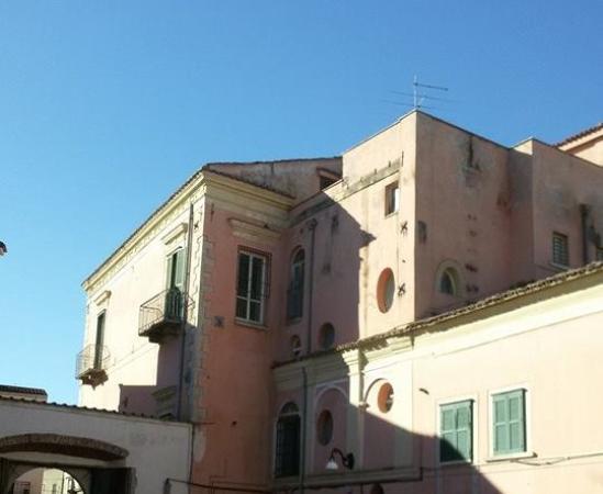 "Porta Coeli International Art Gallery & Academy: La sede della galleria Porta Coeli nel seicentesco ""Palazzo Rapolla"""