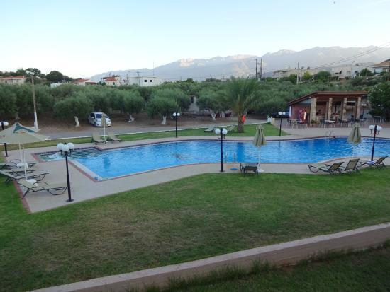Hotel Areti Megala Horafia : Πισίνα