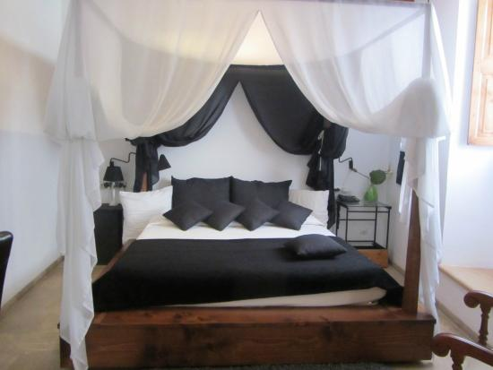 Hotel Can Joan Capo: Four poster bed