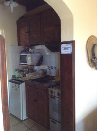 Reencuentro Apart Bungalows: Cocina, pequeña y muy completa.