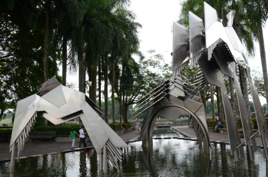 Hornbill Fountain: Photogenic sculpture as fountain wasn't working!