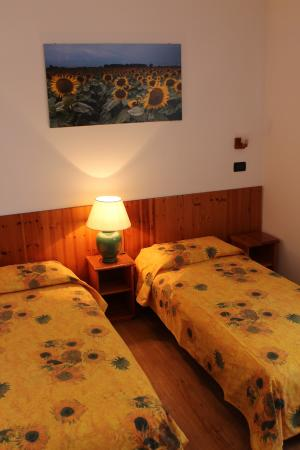 Camera Matrimoniale A Udine.Camera Da Letto Girasoli Sunflower Bedroom Picture Of
