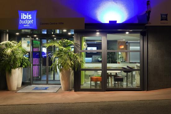 Ibis Budget Cannes Centre Ville: Entrée de l'hôtel
