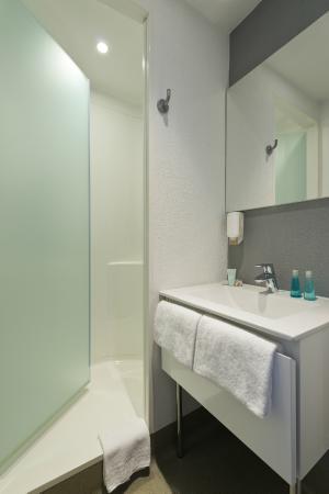 Ibis Budget Cannes Centre Ville: Salle de Bain de nos Chambres