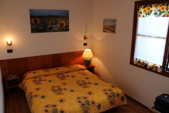 Camera Matrimoniale A Udine.Camera Da Letto Sunflower Bedroom Picture Of Agriturismo Gon