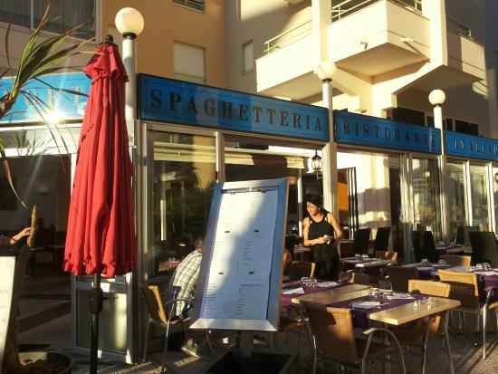 Ext rieur du restaurant picture of il porto frejus for Exterieur restaurant