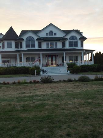 A Victorian on the Bay Bed and Breakfast: photo0.jpg