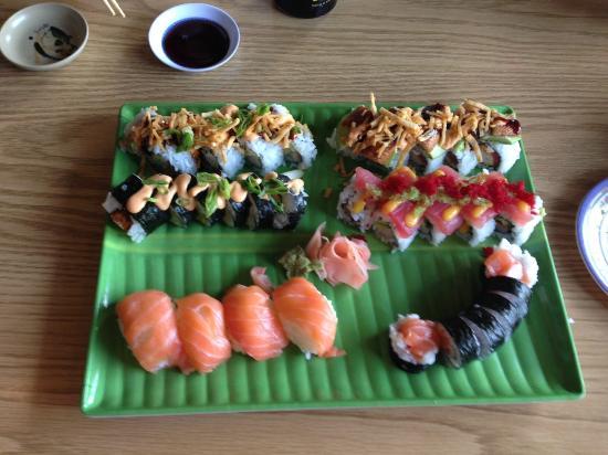 Full Moon Sushi: sushi assortment