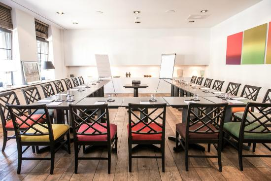 Hotel Les Nuits: Meeting room