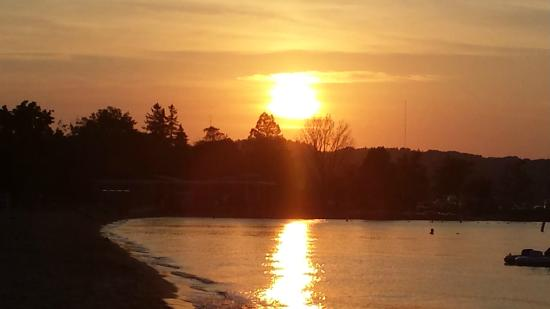Cambria hotel & suites Traverse City: Sunset on the beach