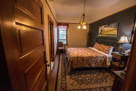 Balch Hotel: Heavenly beds, period antiques and original artwork