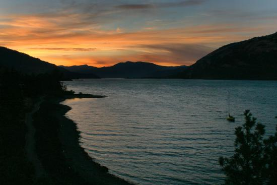 Mosier, OR: Columbia River - Popular with Windsurfers.