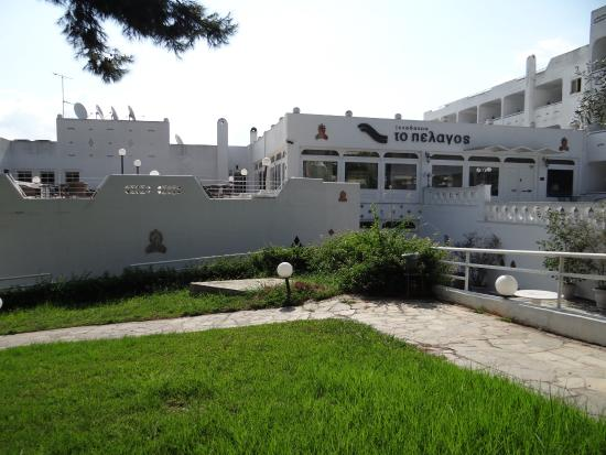 Hotel Pelagos: Hotel grounds