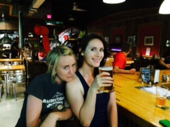 Barrie, Canadá: Life is more fun with a pint of Craft Beer in your hand!