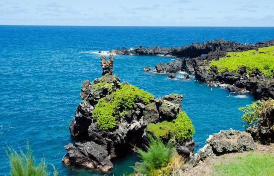 Temptation Tours: black sand beach in Hana