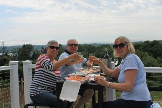 Topside Inn: Snacking on the back deck
