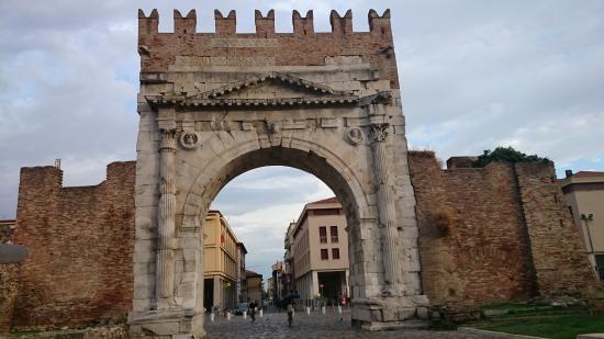 Mercato Cittadino di Rimini: Arco di ingresso al centro storico