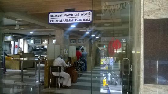Hotel Saravana Bhavan : The Dining Hall