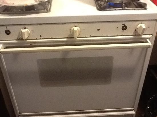 Bungalow Motel: The stove: not sure it's even safe!
