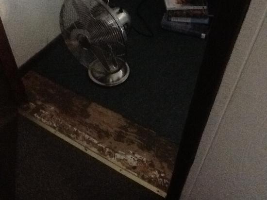 Bungalow Motel: Trip hazard: what happened here?