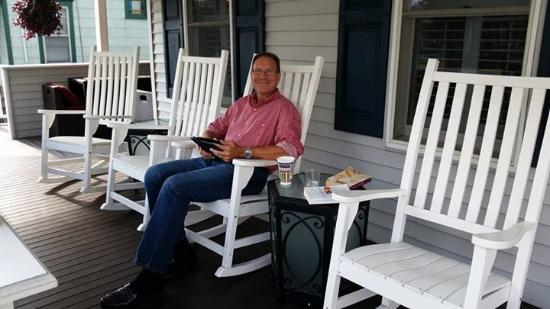 Tandem Bike Inn : Wrap around porch