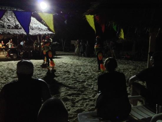 Memories Holguin Beach Resort: Beach Party show
