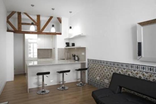 Lisbon Serviced Apartments - Baixa Chiado : Comedor cocina acogedor