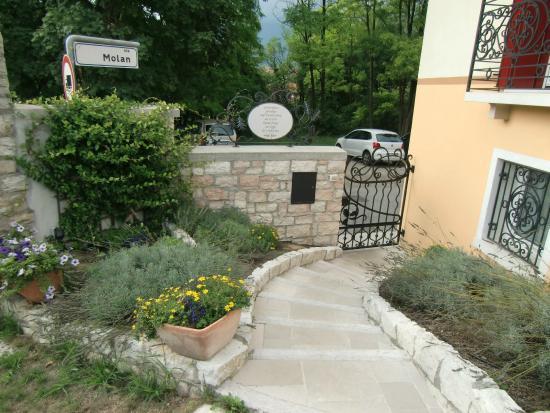 Casa Novecento: Vialetto Du0027ingresso