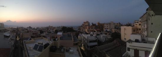 Iraklion Hotel: Вид с балкона номера 403