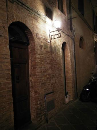 Hotel Antica Torre: Front Entrance on Via di Fiera Vecchia