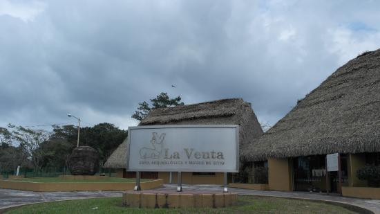 Zona Arqueologica La Venta: El ingreso a la zona y al museo